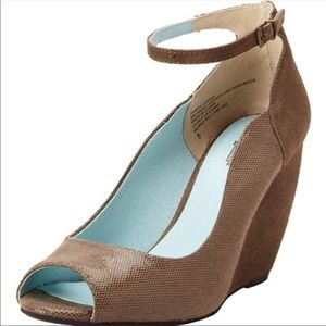 Seychelles suede peep toe wedges with ankle strap